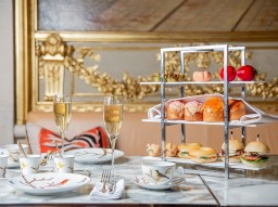 Tea Time with champagne at Restaurant Le Dalí
