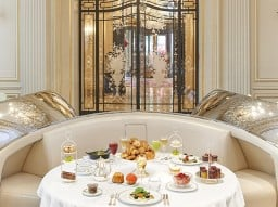 Weekend champagne brunch at Hôtel Plaza Athénée